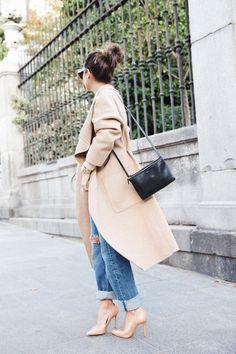 Maxi camel coat // black handbag // boyfriend jeans // camel stilettos // bun  #camel #fashion #bun