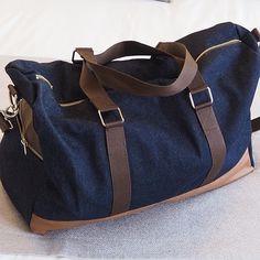 Juste Curieuse sur Instagram: Le sac week-end cousu pour l'homme en situation! Il s'agit du sac Boston de @patrons_sacotin avec un Denim entoilé en tissu extérieur, un…