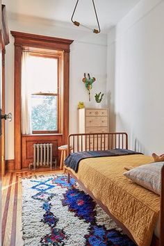Loved by staff at Willow & Stone - Small But Sweet - A Park Slope Limestone That Perfectly Blends Traditional And Modern - Photos Farmhouse Bedroom Decor, Home Decor Bedroom, Bedroom Desk, Bedroom Furniture, Wooden Bedroom, Bedroom Ceiling, Bedroom Lighting, Kids Bedroom, Ideas Para Organizar