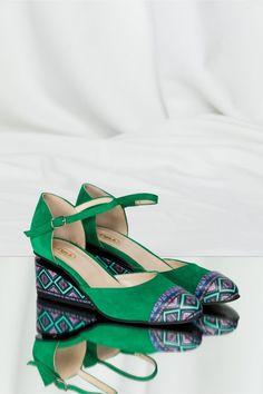 Pantofi verzi din piele naturala cu decupaj si talpa ortopedica Shoes, Fashion, Moda, Zapatos, Shoes Outlet, Fashion Styles, Shoe, Footwear, Fashion Illustrations
