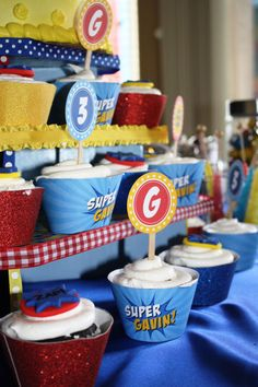Here's a round up of 41 superhero party ideas that any boy or girl would love. From cakes to dessert tables to favors and party supplies, these are the best superhero birthday parties we could find. Harry Birthday, Superhero Birthday Party, Boy Birthday, Birthday Parties, Party Items, Party Gifts, Little Mac, Cupcake Party, Tonne