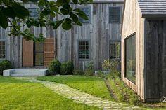 Barn House by D'apostrophe Design