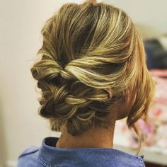 Alguien más fascinada por este peinado de @sarainstyle? . . #peinado #peinados #pelo #cabello #peluqueria #hairstyle #novia #novias #invitadaperfecta #invitadasperfectas #invitada #invitadas #miércoles #invitadaboda #invitadasboda #peinadosdenovia