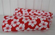 Två blommiga påslakan - 70-tal - retro på Tradera. Sängkläder |
