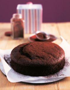 In einer guten Stunde ist der Schokoladenkuchen aus Rührteig fertig.