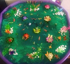 Jelly baff swamp Tuff Tray Ideas Toddlers, J Sound, Discovery Zone, Water Tray, Tuff Spot, Activities For 2 Year Olds, Small World Play, Messy Play, Autumn Crafts
