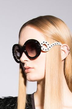 Prada – mod. 31PS.  Krogh Optikk - photo Pål Laukli Wildfox, Eyewear, Round Sunglasses, Prada, Shades, Spring, Summer, How To Wear, Accessories