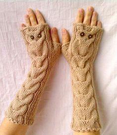 * Ces gants sont très chaud et doux. * Avec 50 % laine et 50 % laine de mérinos acrylique tricotés à la main. * Gants avec un hibou tricoté * Une taille adapte la plupart des adultes. * Tricoter dans un environnement sans fumée. Il n'a jamais été porté. Lavage à la main avec de l'eau froide ! Parfois d'expédition peut prendre plus longtemps que d'habitude donc si vous avez besoin de cet article par certaine date, s'il vous plaît, me contacter ou commander au moins un mois à l'avance. Le...