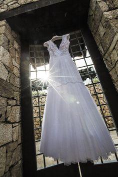 Bridal preparation in Leukada, Greece. Photography by Shoothebride.