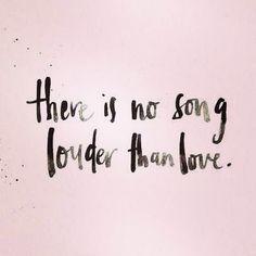 No hay canción que suene más alto que el amor. Dilo ENIDIOMAS  FaceInstaTwitterPinte✌️ #cursosdeidiomasenccs #cursosdeidiomasenelmundo #elmejorregalo #traduccion #interpretacion #ApprendsLeFrancais #LearnEnglish #LerneDeutsch #Aprendeportugues  #Imparal'Italiano