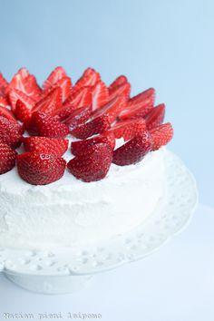 Marian pieni leipomo: Kesän ensimmäinen mansikkakakku Panna Cotta, Strawberry, Baking, Fruit, Cake, Sweet, Ethnic Recipes, Food, Pie