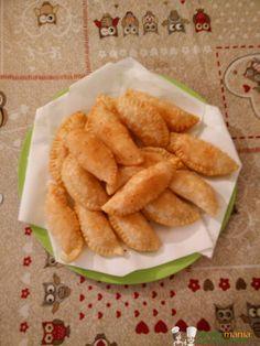 Panzerotti alla romana Bimby, deliziosi antipasti fritti da mangiare in uno o due morsi. Ottimi da servire per un buffet salato. Ingredienti: 320 gr di farina 00