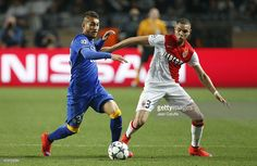 Roberto Pereyra of Juventus and Layvin Kurzawa of Monaco in action... ニュース写真 | Getty Images