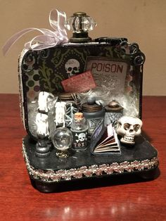 Alpha Stamps- apothecary out of an Altoids tin. Holidays Halloween, Halloween Fun, Halloween Decorations, Halloween Projects, Craft Projects, Projects To Try, Altered Tins, Altered Art, Halloween Shadow Box