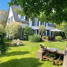 Backyard, Patio, Green Garden, House Goals, Garden Inspiration, Breath Of Fresh Air, Architecture Design, Sweet Home, Home And Garden
