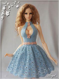 "PlayDolls.ru - Играем в куклы: Angel_: Наряды моих ""Ангелочков"" (76/86) Sewing Barbie Clothes, Barbie Clothes Patterns, Crochet Doll Dress, Crochet Doll Clothes, Barbie Fashionista, Barbie Dress, Crochet Fashion, Beautiful Crochet, Bjd"