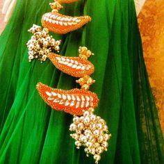 Turn Backs With Tassels Indian Wedding Deco, Indian Wedding Fashion, Desi Wedding, Saree Tassels Designs, Lehenga Dupatta, Wedding Theme Inspiration, Pakistan Wedding, Crochet Wool, Blouse Designs