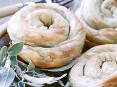 Spinat-Feta-Schnecken aus Filoteig - smarter - Zeit: 1 Std.  | eatsmarter.de