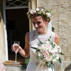 Pretty wedding in the Cotswolds with a pastel color scheme and epic flowers