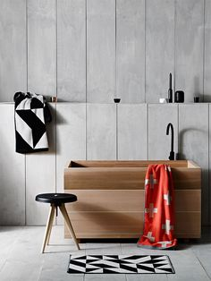 Ofuro in a modern bathroom Bathroom Toilets, Laundry In Bathroom, Bathroom Mat, Bath Mat, Bathroom Interior, Modern Bathroom, Small Bathrooms, Small Baths, Bathroom Black
