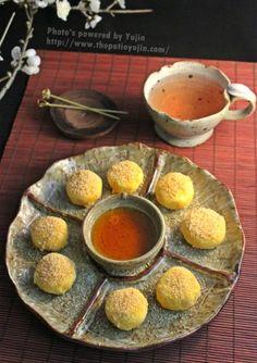 단호박 설기 경단: 쌀 가루, 단호박, 소금, 꿀가루/ 설탕, 잣 가루
