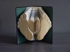 Livre plié «pieds de bébé»