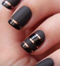 Sort/guld negle