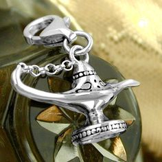 Anhänger, Charm Wunderlampe, Silber 925  rhodiniert, plastisch ausgeformt, mit Kettchen zwischen Henkel und Deckel