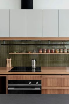 Classic Kitchen, New Kitchen, Kitchen Dining, Kitchen Cabinets, Kitchen Ideas, Timber Kitchen, Gray Cabinets, Kitchen Trends, Cocinas Kitchen