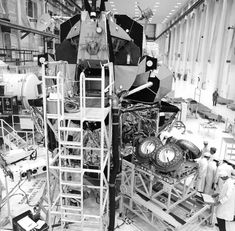 ( ) Technicians prepare to do a fit check with the Apollo 15 Lunar Roving Vehicle (LRV). 23 April 1971 Scan by J. Apollo Space Program, Lunar Lander, Astronomy Pictures, Apollo Missions, Space Exploration, Spacecraft, Cosmos, Nasa, 1970s