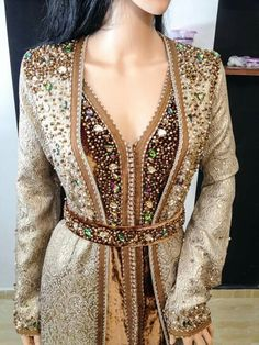 Find images and videos about morocco, caftan and moroccan on We Heart It - the app to get lost in what you love. Style Oriental, Oriental Dress, Oriental Fashion, Style Caftan, Caftan Dress, Hijab Dress, Morrocan Dress, Moroccan Caftan, Arab Fashion
