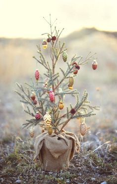 Are you looking for some Vintage Christmas Tree Decorations on this Christmas. Well here is a collection of vintage Christmas Decorations, that will guide you to [. Merry Little Christmas, Noel Christmas, Country Christmas, Winter Christmas, All Things Christmas, Vintage Christmas, Christmas Ornaments, Burlap Christmas, Pinecone Ornaments