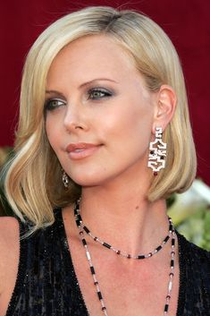Charlize Theron Beauty Evolution: From Fresh-Faced Starlet To Glamorous Leading Lady (PHOTOS) | Huffington Post