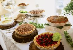 FOOD BAR: Pie bar. Serve warm fruit pies, chilled custard-stye pies, look like a diner. (dessert, sweet, baked, party, buffet, food station) #PiDay