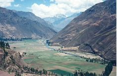 Peru rio Urubamba    The Urubamba River (Rio Urumamba) is a river in Peru. A partially navigable headwater of the Amazon River, it rises in the Andes to the south-east of Cuzco near the Puno Region border, where it is called the Vilcanota River (Rio ..