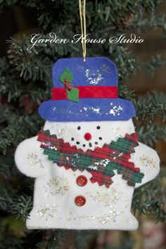 Whimsy Wednesday Link Party 93 - Oh My Creative 25 Days Of Christmas, Christmas Ornaments To Make, Felt Ornaments, Kids Christmas, Christmas Stockings, Christmas Stuff, Christmas Gifts, Christmas Activities For Kids, Church Crafts