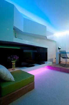 En ocasiones al entrar en una casa nueva, no percibimos de donde proviene la iluminación y es que la correcta ubicación de las lámparas es tan importante, que la decisión de dónde colocar los puntos de luz no puede tomarse a la ligera.