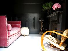 white_painted_floorboards_high_contrast_colour_scheme_farrow_and_ball_offblack 2