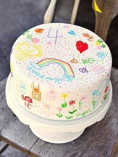 Art-tastic! For her daughter's fourth birthday, blogger Rosie Alyea of Sweetapolita wowed the crowd with a creative rainbow doodle cake. With six brilliant rainbow layers inside, the pièce de résistance was the birthday girl's adorable doodles, done in food-color markers over a layer of white fondant.