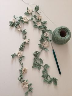 "Crochet Flowers Pattern ""No pattern - Thread crochet flower garland - what an awesome idea."", ""Crochet flower garland for spent banner in school room. Crochet Leaves, Crochet Motifs, Crochet Flower Patterns, Thread Crochet, Crochet Crafts, Crochet Flowers, Diy Crafts, Beau Crochet, Love Crochet"