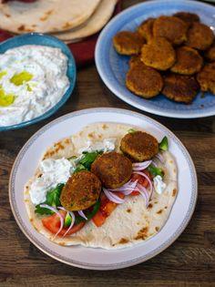 Kikärtsbiffar - ZEINAS KITCHEN Falafel, Veggie Recipes, Vegetarian Recipes, Veggie Food, Recipes From Heaven, Chana Masala, Nom Nom, Recipies, Curry