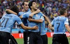 Uruguay, de la mano de Suárez, Bate a Inglaterra  http://soloparatiradio.com/?p=7248 - #EnglandvsUruguay #Suarez #WorldCup @soloparatiradio