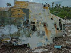 Agujeros del aeroplano que las olas sacaron del mar en las playas de Cayo Coco.