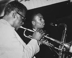 American jazz trumpeter Miles Davis performs with tenor saxophonist John Coltrane Coltrane played in Davis' Sextet that year. Jazz Artists, Jazz Musicians, Jackie Mclean, Miles Davis Quintet, Trumpet Players, European Tour, Jazz Blues, Blues Rock, Popular Music