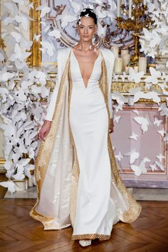 Unconventional wedding dress ideas - Alexis Mabille runway photos from Couture Spring 2014 (Fashion Week Photography) Couture Mode, Style Couture, Couture Fashion, Runway Fashion, Couture 2015, Fashion Week, Love Fashion, High Fashion, Net Fashion