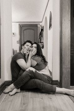In home Los Angeles, California couples session by From the Daisies — From The Daisies Photo Poses For Couples, Couple Photoshoot Poses, Cute Couples Photos, Cute Couple Pictures, Romantic Couples, Couple Shoot, Couple Boudoir, Funny Couple Poses, Couple Poses Reference