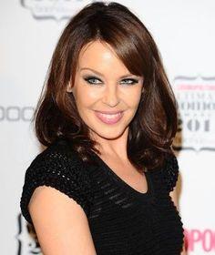Kylie Minogue to ditch sexy songs Kylie Minogue, Dannii Minogue, Melbourne, Divas, Victoria, Brunette Hair, Me As A Girlfriend, Hair Makeup, Beautiful Women