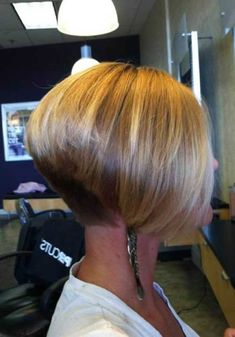 Looking for the trendies inverted bob hairstyles for so long? Here we have gathered the images of 20 Inverted Bob Haircut just for you. Reverse Bob Haircut, Bob Haircut For Fine Hair, Bob Hairstyles For Fine Hair, Haircut Bob, Black Hairstyles, Haircut Short, Hairstyles 2016, Stacked Hairstyles, Wedding Hairstyles