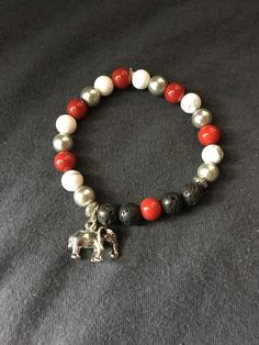 How to Make Beaded Bracelets in The Comfort of Your Homes? Making Bracelets With Beads, Jewelry Making, Beaded Bracelets, Alabama, Butterfly Stretch, Lava, Jewelry Art, Jewellery, Stretch Bracelets