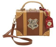 The 'Harry Potter' Hogwarts Trunk Crossbody Bag Has A Magical Power - Sale! Shot at Stylizio for womens and mens designer handbags luxury sunglasses watches jewelry purses wallets clothes underwear Sac Harry Potter, Harry Potter Merchandise, Harry Potter Cosplay, Harry Potter Outfits, Harry Potter World, Harry Potter Hogwarts, Harry Potter Suitcase, Crossbody Shoulder Bag, Crossbody Bag